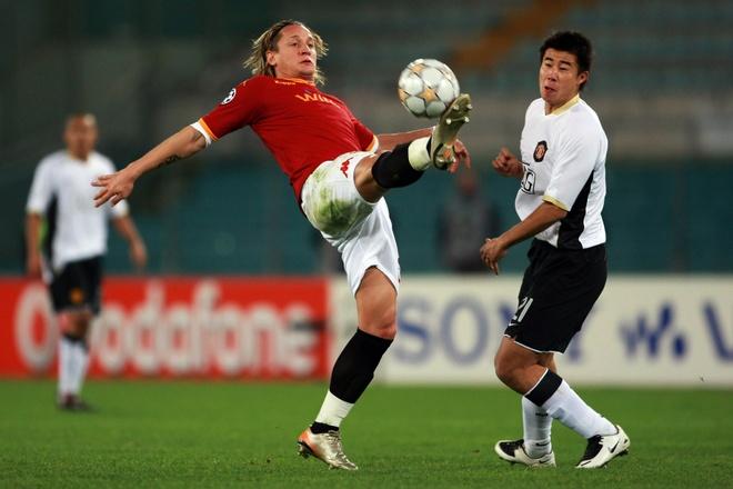 Dong Fangzhuo va cai ket dang cho tro he o Man United hinh anh 2