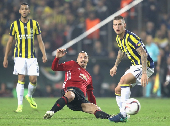 Ibrahimovic dang lam vet thuong Man United mung mu anh 1