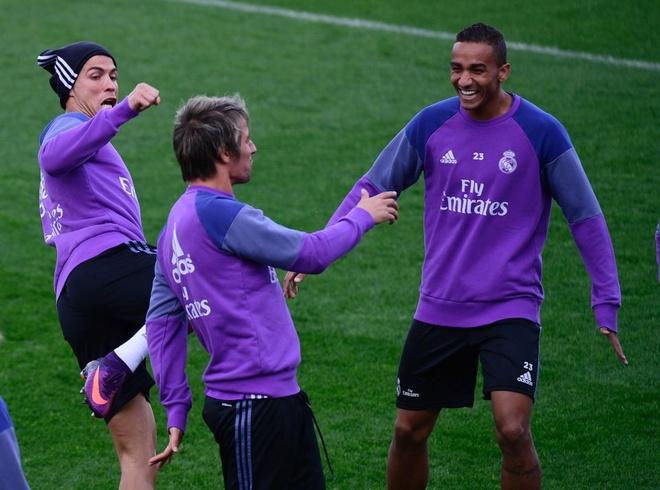 Ronaldo thi trien kung-fu tren san tap hinh anh 2