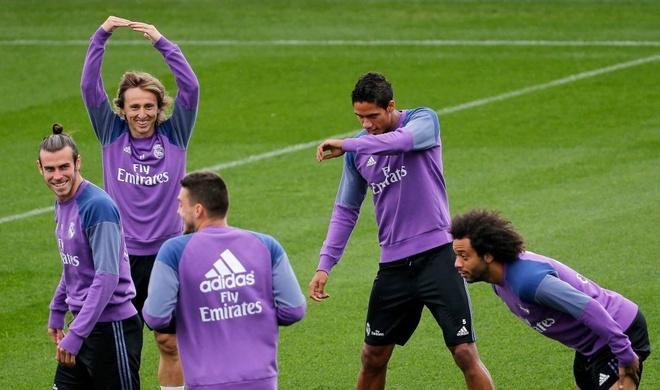 Ronaldo thi trien kung-fu tren san tap hinh anh 5