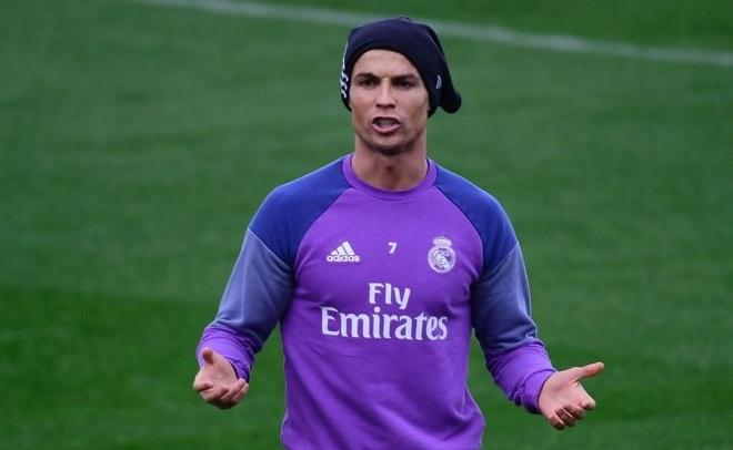 Ronaldo thi trien kung-fu tren san tap hinh anh
