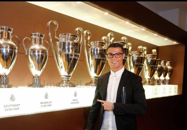 Ronaldo nhan luong nua trieu bang voi hop dong moi hinh anh