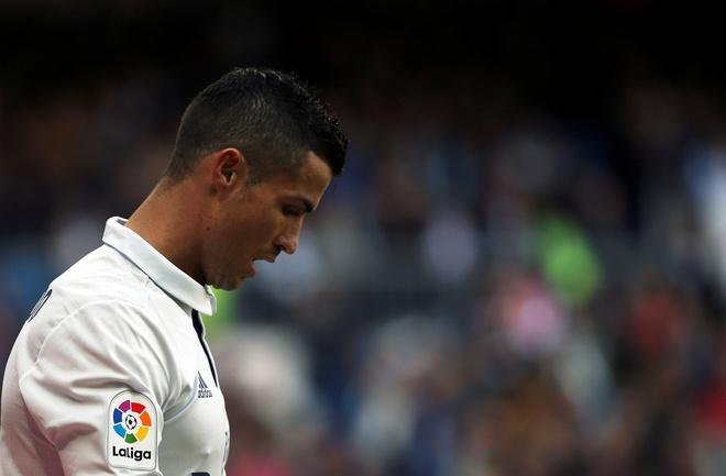 Het quo trach, Ronaldo tiep tuc chui the hinh anh