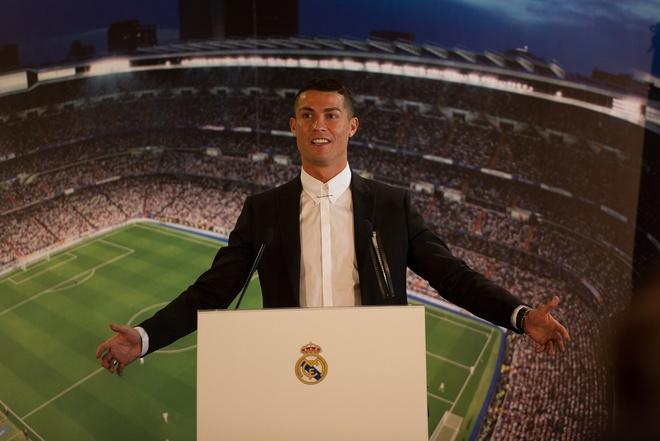 Ronaldo ky tiep hop dong ty USD hinh anh 1