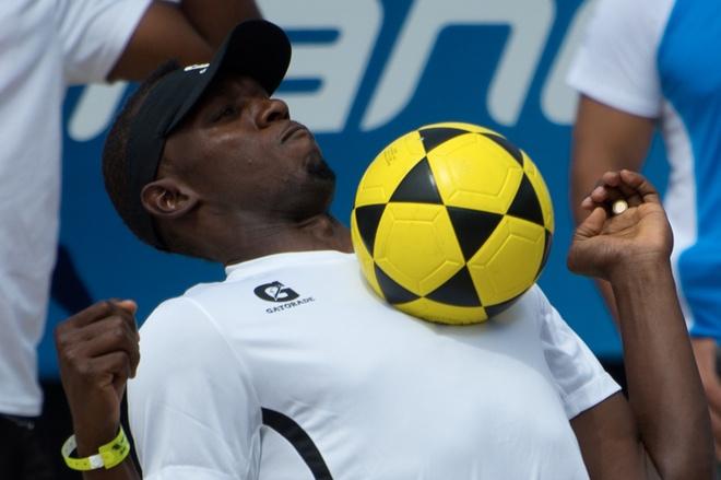 Tap cung Dortmund, Usain Bolt mo khoac ao Man United hinh anh 1