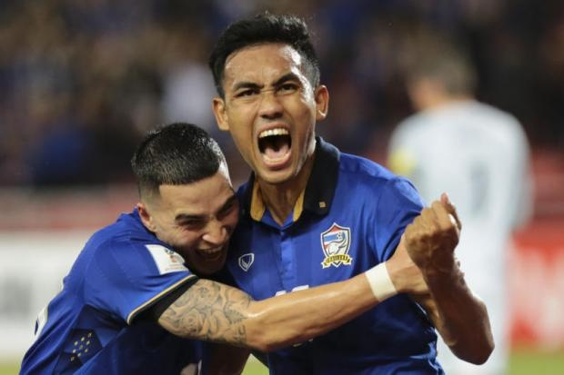 Thai Lan khien doi thu hoang mang tai AFF Cup hinh anh