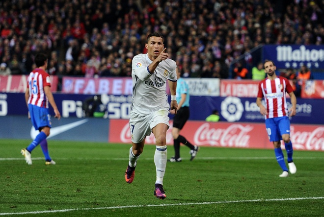 Truyen thong the gioi nghieng minh truoc 'Vua Ronaldo' hinh anh 2