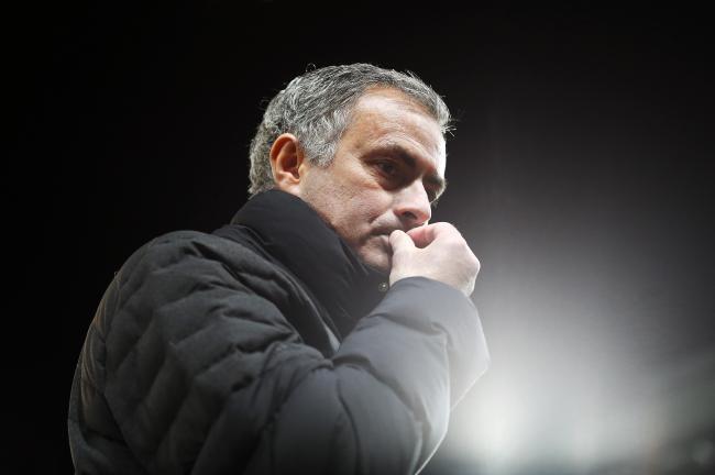 Sau Messi, toi Ronaldo va Mourinho bi cao buoc tron thue hinh anh 1