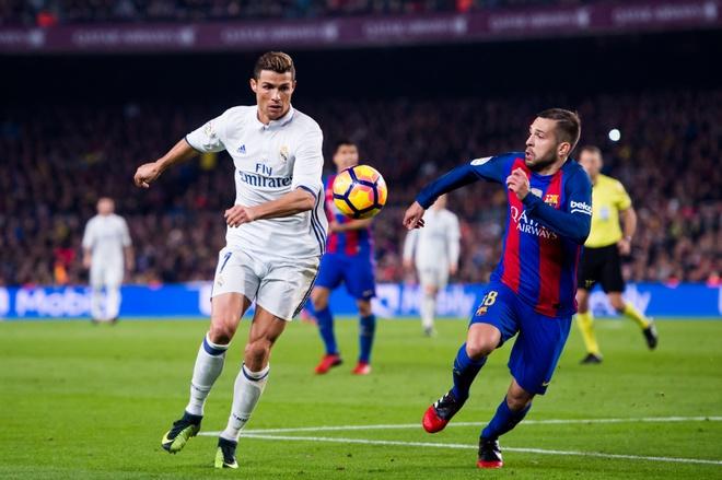 Ronaldo dang bien tu CR7 thanh CR9 hinh anh 2