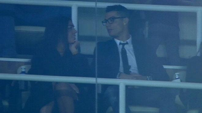 Ronaldo lan dau cong khai nguoi yeu moi hinh anh
