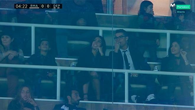 Ronaldo cung ban gai moi den Bernabeu co vu Real anh 1