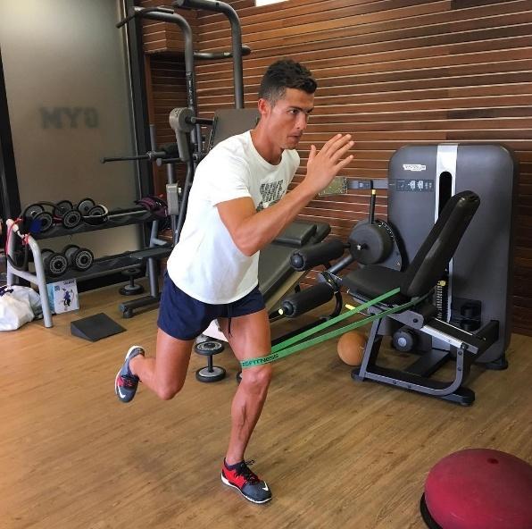 Khai niem huyen thoai khong con phu hop voi Ronaldo hinh anh 2