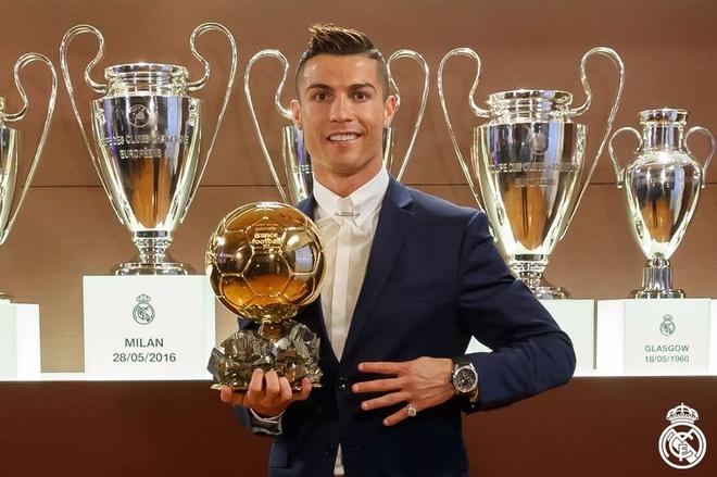 'Phe cua Messi' cay cu khi Ronaldo gianh Qua bong vang hinh anh