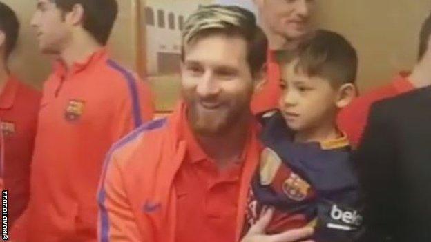 'Cau be ao nylon' hoan thanh giac mo gap Messi hinh anh