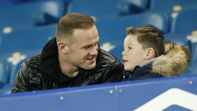 Rooney gui con trai toi kinh dich Man City tap luyen hinh anh