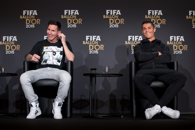 Messi va Ronaldo la ai trong mat 'cha de' Tsubasa? hinh anh 3