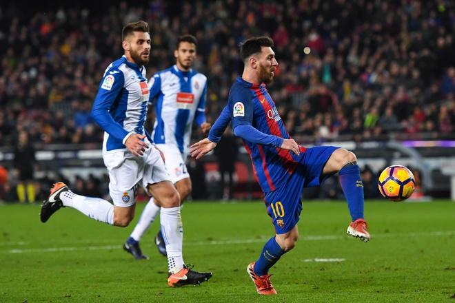 Barca sot sang 'troi' Messi, luong cao hon Tevez? hinh anh 2