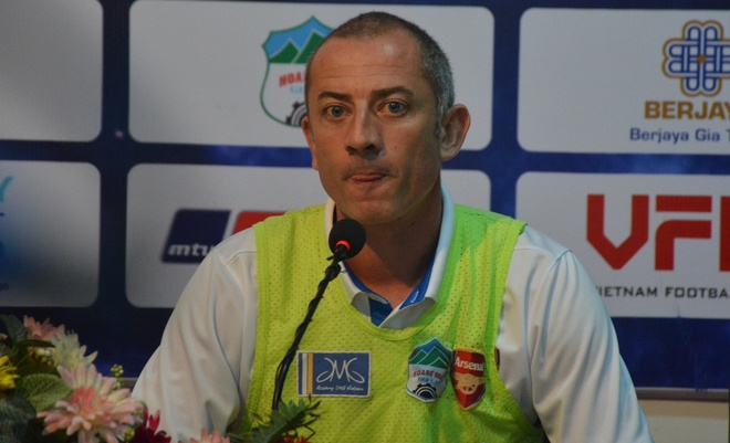 Thay Giom: 'Trong tai bo qua 2 qua penalty cua HAGL' hinh anh