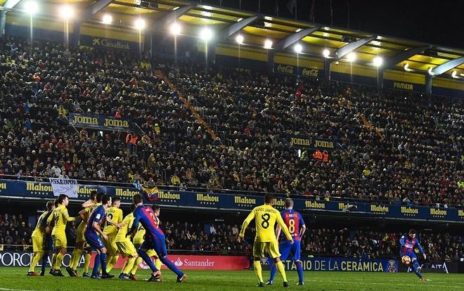 Thien tai Messi niu keo chut hy vong cho Barca hinh anh 1