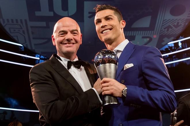 Messi, Ronaldo bau cho ai trong gala cua FIFA? hinh anh