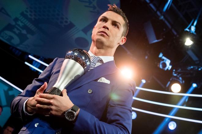 Messi,  Ronaldo bau cho ai trong gala cua FIFA? anh 1