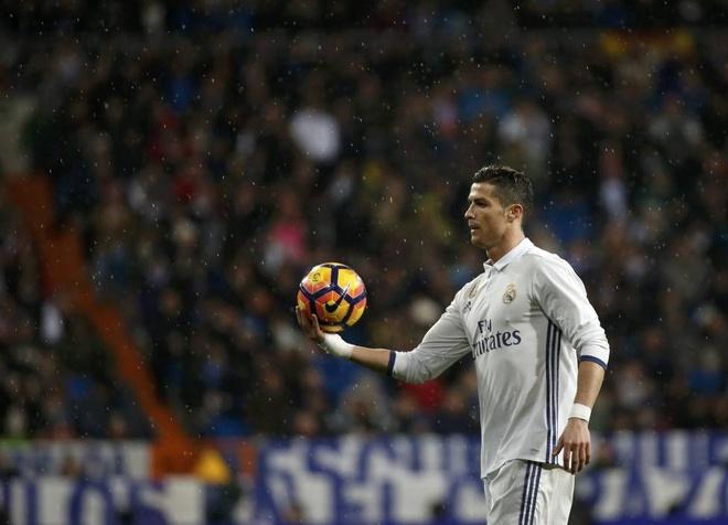 Ronaldo lam cam nin su chi trich cua khan gia nha hinh anh