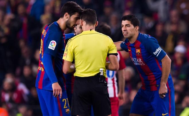 Nhan the do, Suarez noi con thinh no hinh anh