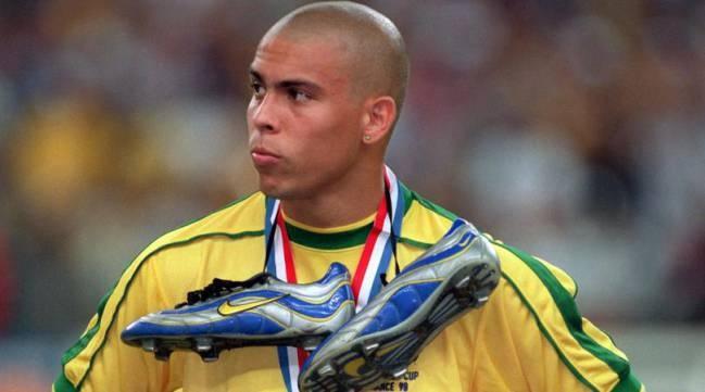 Cafu tiet lo ly do Ronaldo mo nhat o chung ket World Cup 98 hinh anh