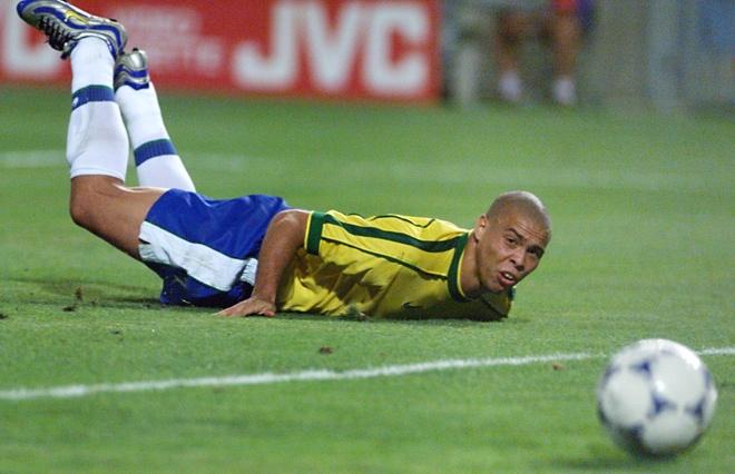 Cafu tiet lo ly do Ronaldo mo nhat o chung ket World Cup 98 hinh anh 2
