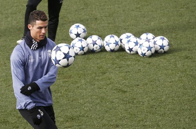 Ronaldo, hung than tai vong 1/8 Champions League hinh anh 2