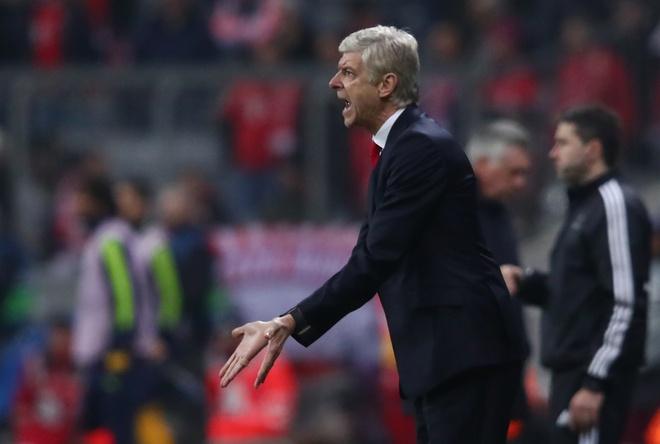 HLV Wenger: 'Bong nhien Arsenal sup do' hinh anh