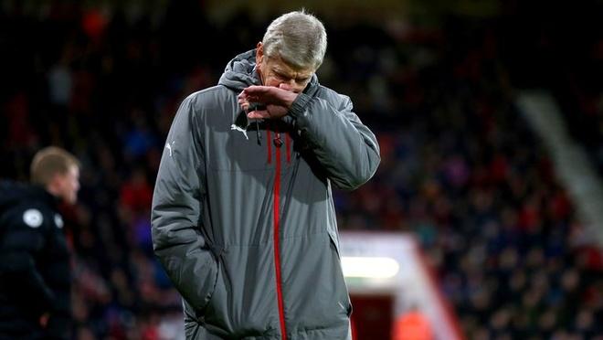HLV Wenger: 'Bong nhien Arsenal sup do' hinh anh 1
