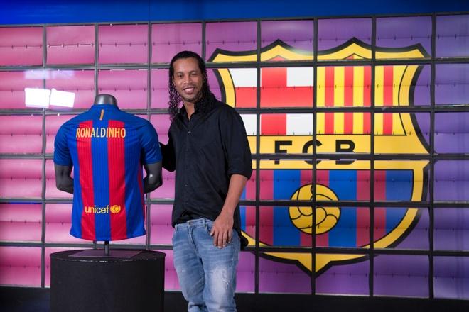 Barcelona tiet lo ly do mo hoc vien bong da o Trung Quoc hinh anh 1