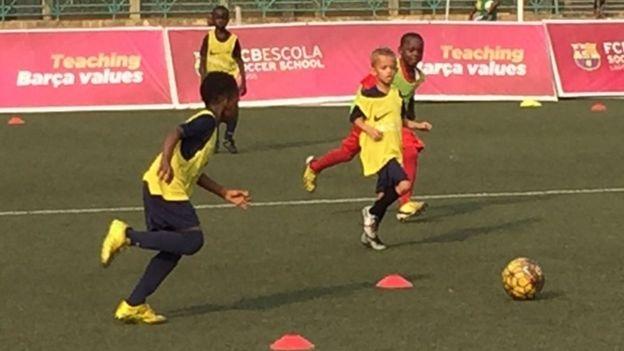 Messi the he tiep theo den tu Nigeria? hinh anh 1