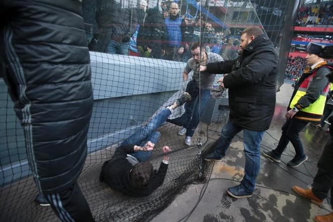 Bao luc bung phat o tran CSKA Moscow gap Zenit hinh anh 3