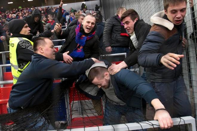 Bao luc bung phat o tran CSKA Moscow gap Zenit hinh anh 4