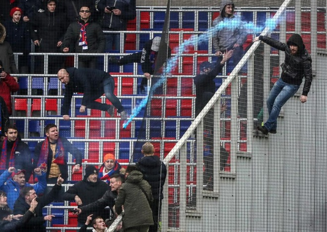 Bao luc bung phat o tran CSKA Moscow gap Zenit hinh anh 7
