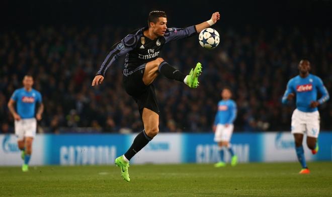 Pha hong an kho tin cua Ronaldo truoc Napoli hinh anh 5