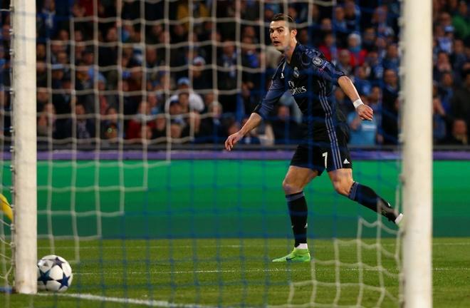 Pha hong an kho tin cua Ronaldo truoc Napoli hinh anh 4