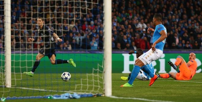 Pha hong an kho tin cua Ronaldo truoc Napoli hinh anh 3