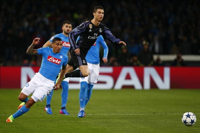 Pha hong an kho tin cua Ronaldo truoc Napoli hinh anh 6