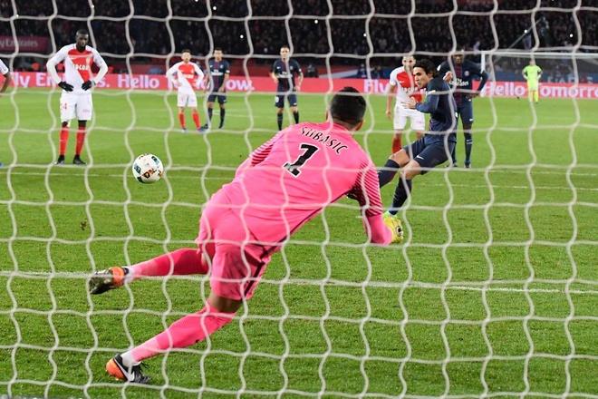 So Barca lam dieu kho tin, PSG rao riet tap penalty hinh anh 2