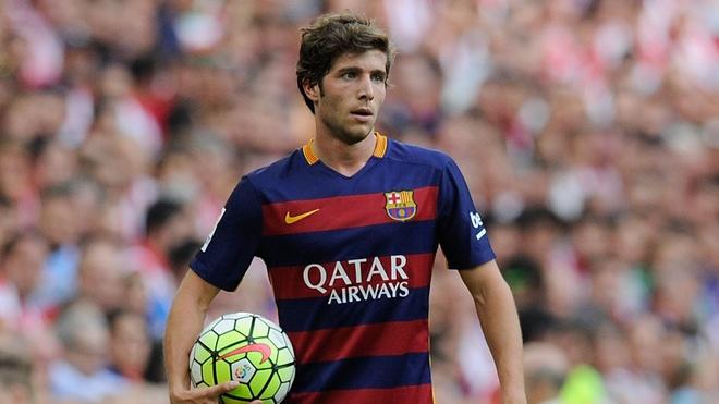 Co Sergi Roberto, Barcelona can chi Marco Reus hinh anh