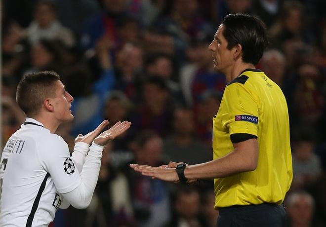 Trong tai bi nghi 'giup Barca' thoa ma sao PSG hinh anh 2