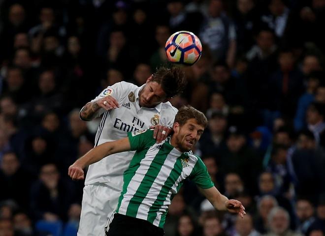 Sergio Ramos, hau ve ky la voi cai dau tien tri hinh anh 1
