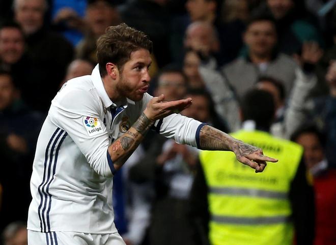 Sergio Ramos, hau ve ky la voi cai dau tien tri hinh anh