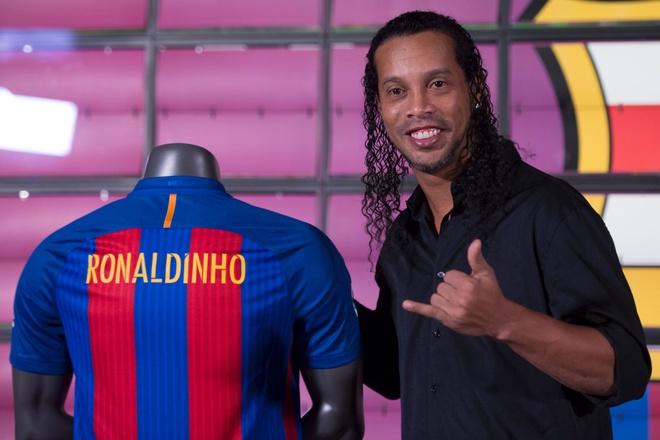 Ronaldinho tai ngo fan Viet Nam vao thang toi hinh anh
