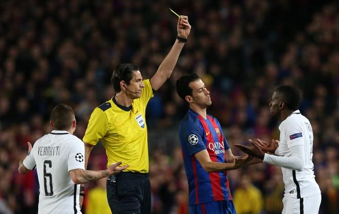 UEFA ra phan quyet voi trong tai bi nghi 'giup Barca' anh 1