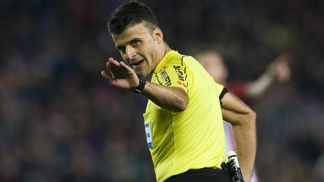 Trong tai 'tuong tuong penalty' bat tran Real-Barca anh 1