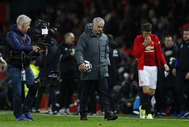 Ibra tro lai, nhung Mourinho moi la noi lo hinh anh 2